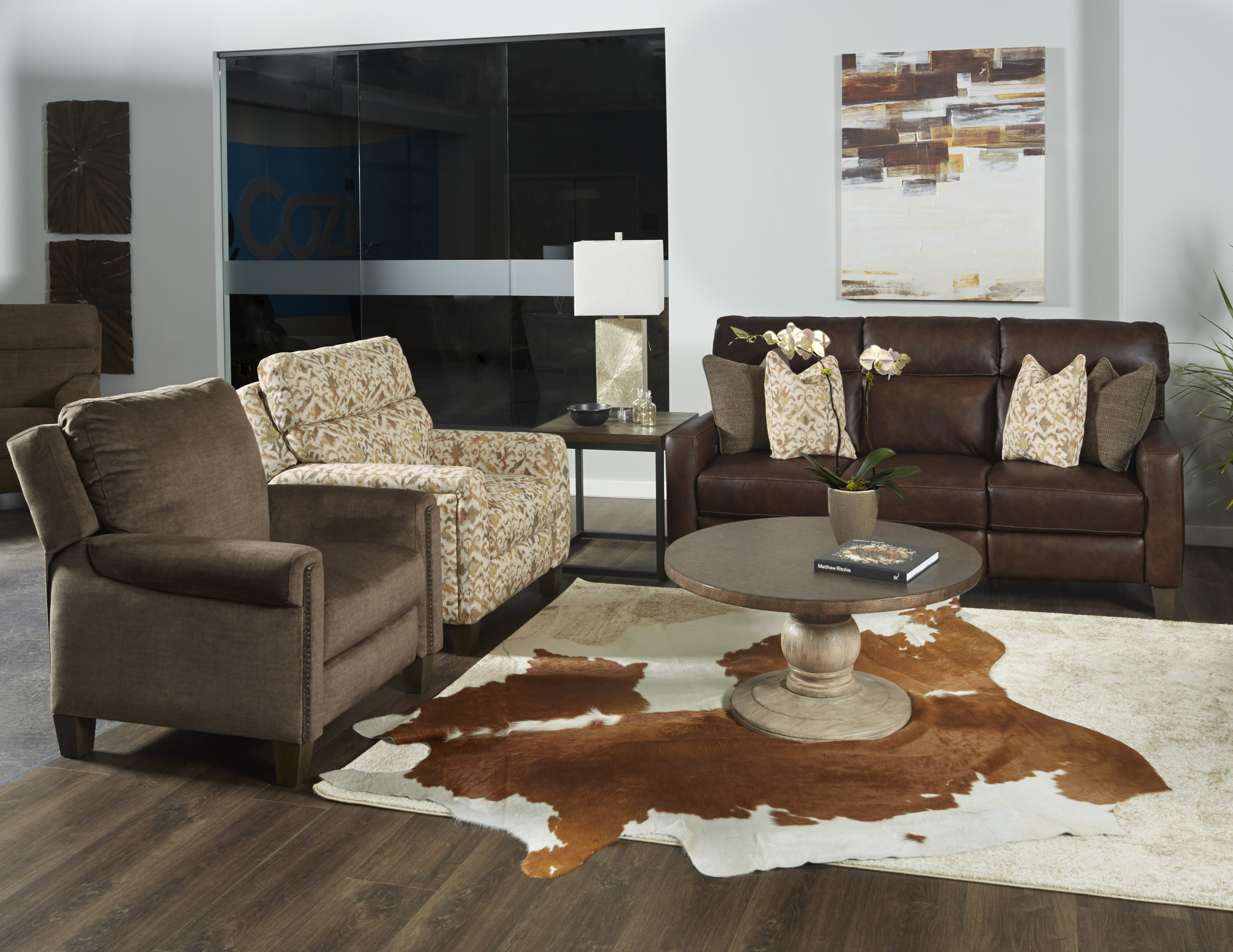 686-Mt.-Vernon-in-970-22-Eastwood-Chaps-166-23-Crosby-Leather-423-31-Bolero-Flame-157-15-Legacy-Latte-left-recliner-Showroom-Vignette-scaled